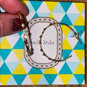 Stella & dot gold hoop earrings